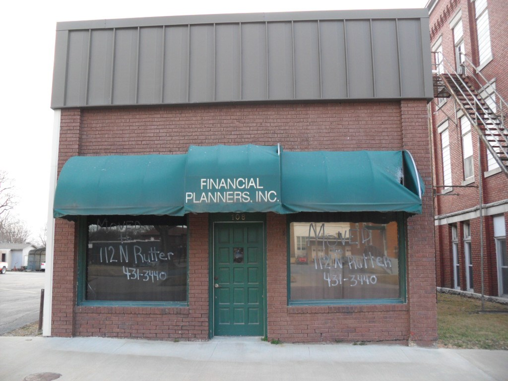 Chanute, KS Commercial Building Selling at Internet Auction