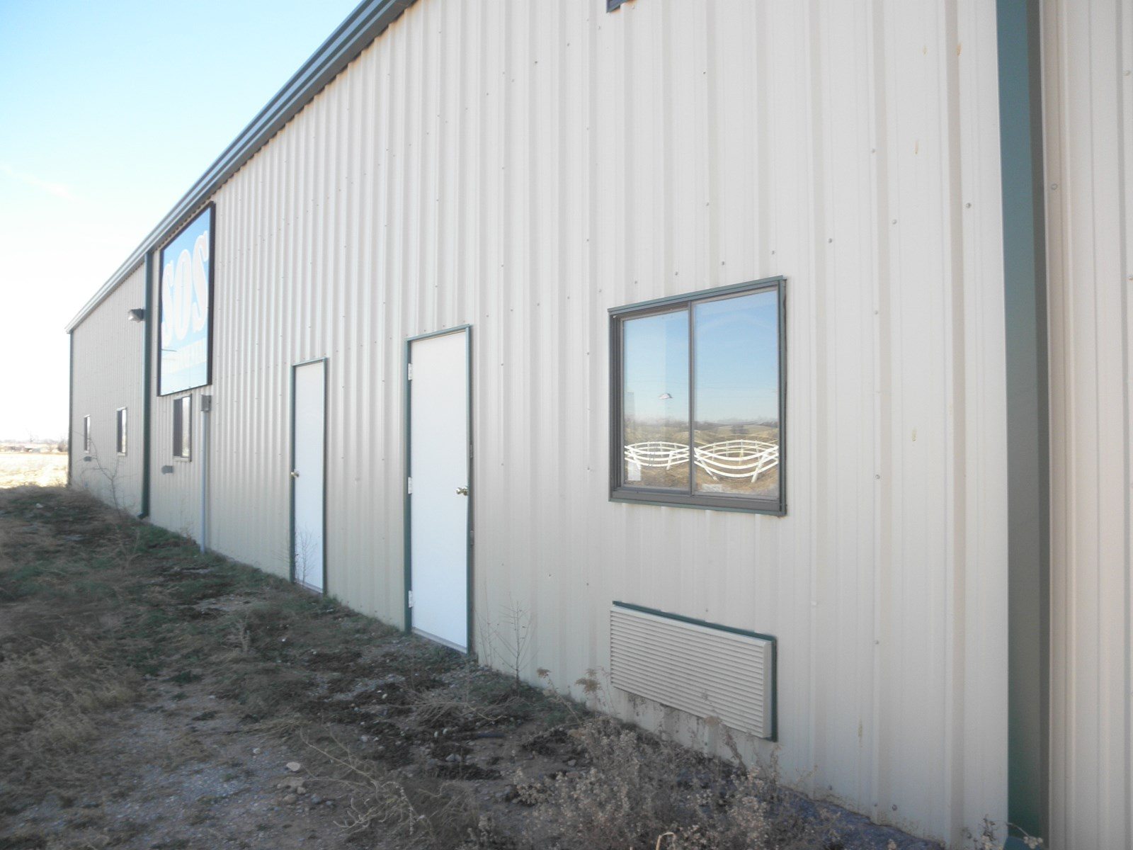 COMMERCIAL BUILDING AND ACREAGE FOR SALE IN SWEETWATER