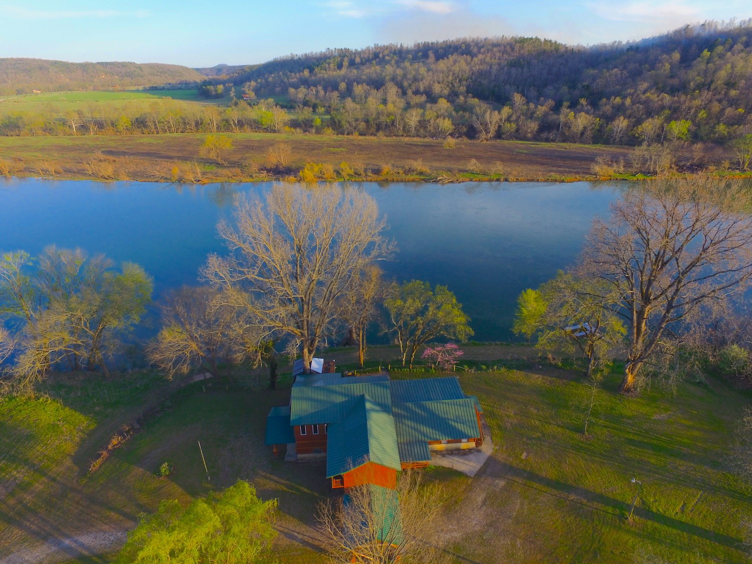 River House for Sale on White River near Norfork, AR