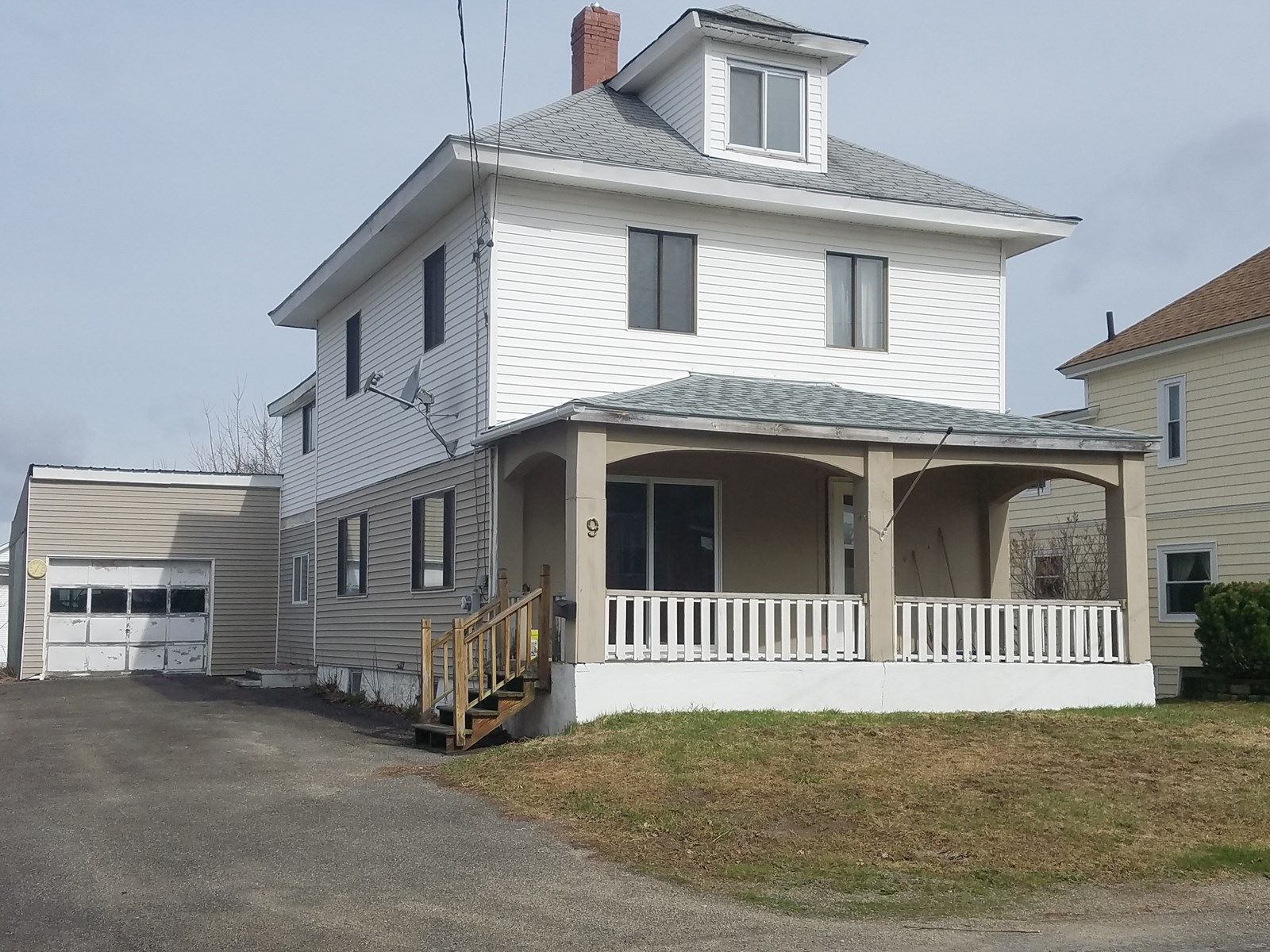 Maine Country In Town Home for Sale in Lincoln