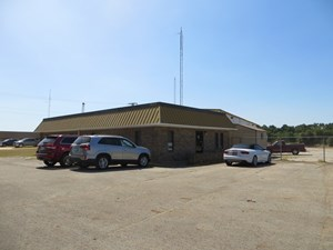 OFFICE BUILDIING WITH WAREHOUSE FOR SALE IN PALESTINE TX