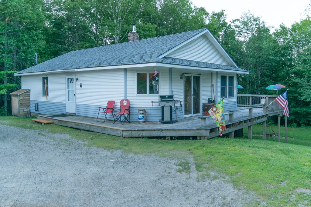 Maine Country Home for Sale in Lincoln