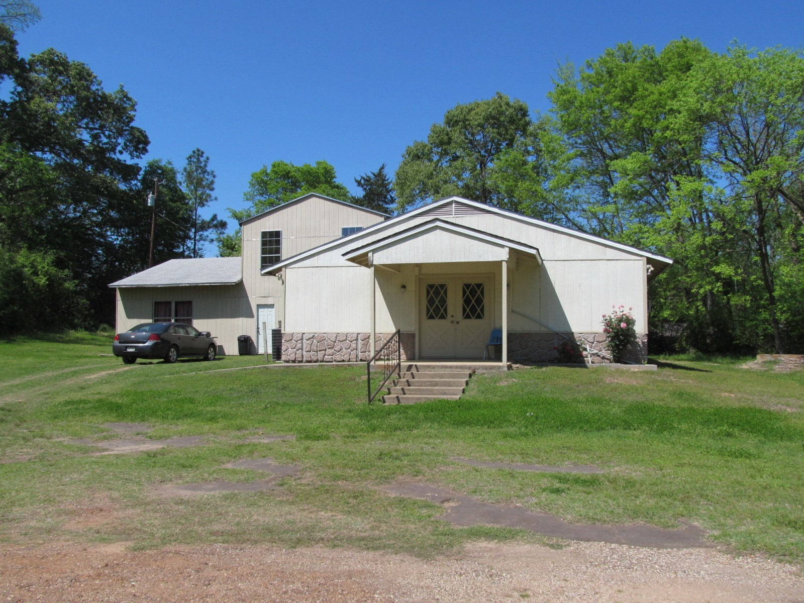 CHURCH OR HOME FOR SALE IN WINNSBORO, TEXAS - WOOD COUNTY