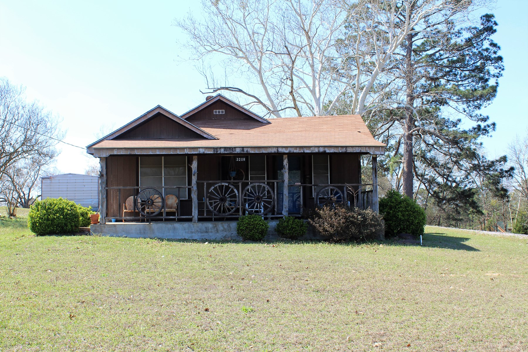 Country home for sale on acreage near Lake in East Tx