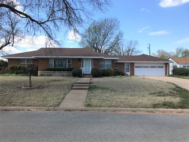 Clinton, OK House for Sale with large workshop