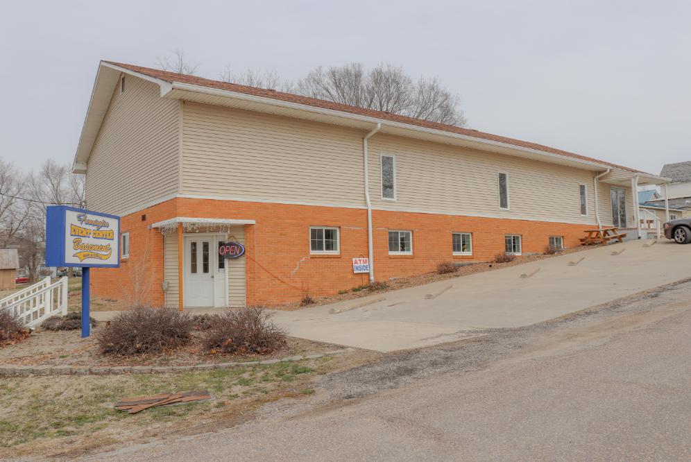 Commercial Real Estate For Sale in Farmington IA