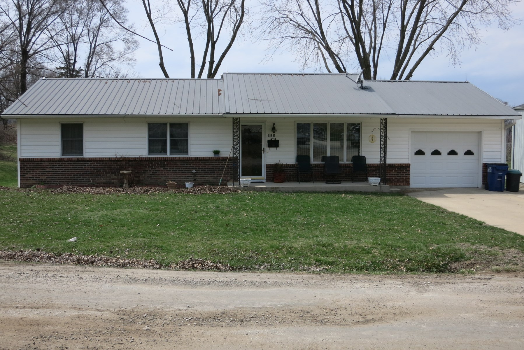 Nice Move-in Ready 3 BR Ranch Home with Shop in Princeton