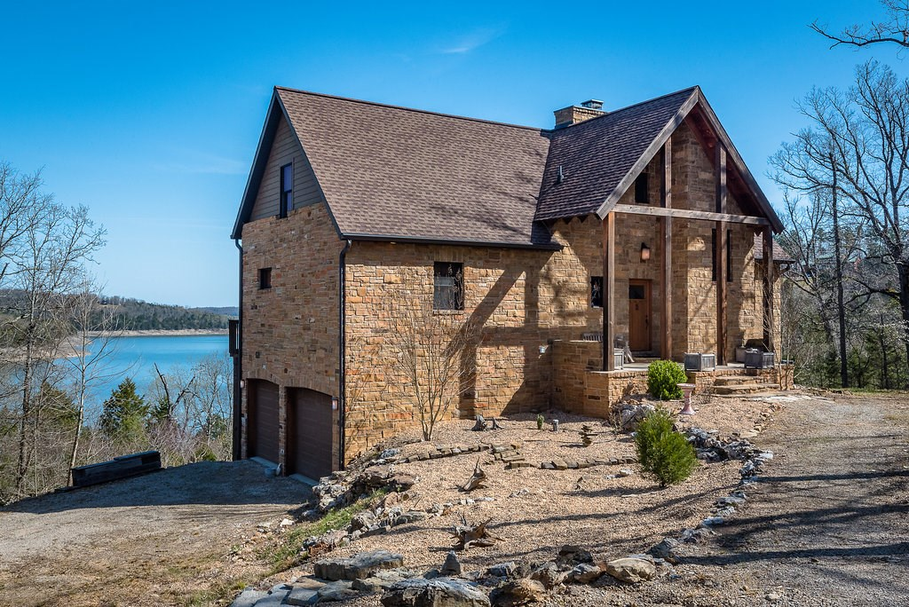 LAKE HOME FOR SALE ON BULL SHOALS LAKE!
