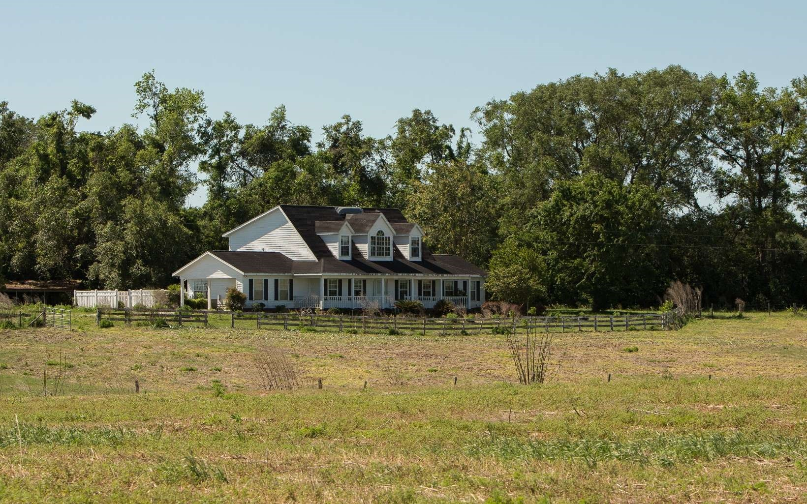Beautiful Large Home with Acreage in North FL