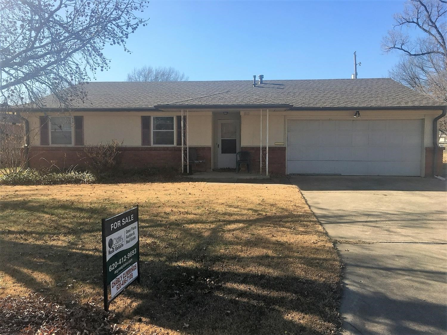 Home For Sale in Yates Center KS