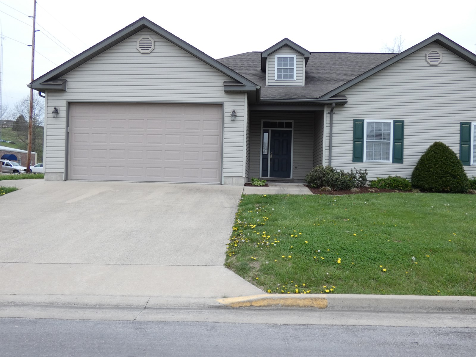 Low Maintenance Single Level Home For Sale in Hermann, MO