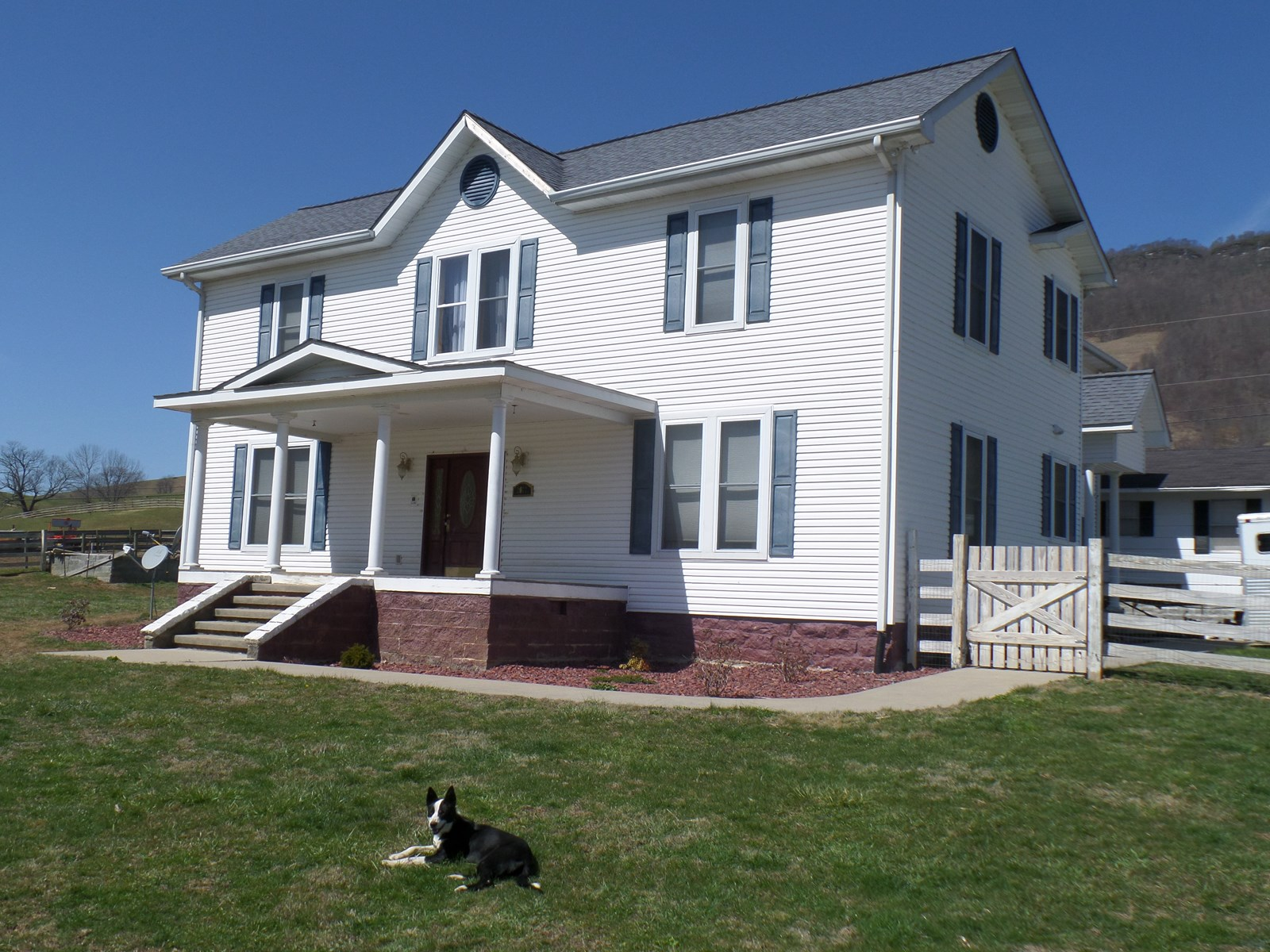 Beautiful Remodeled Farm House w/Acreage in Tazewell, VA