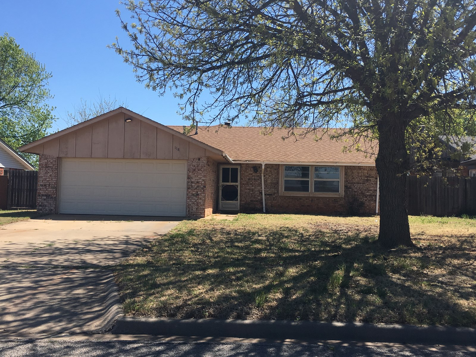 3 BEDROOM 2 BATH HOME IN GREAT LOCATION