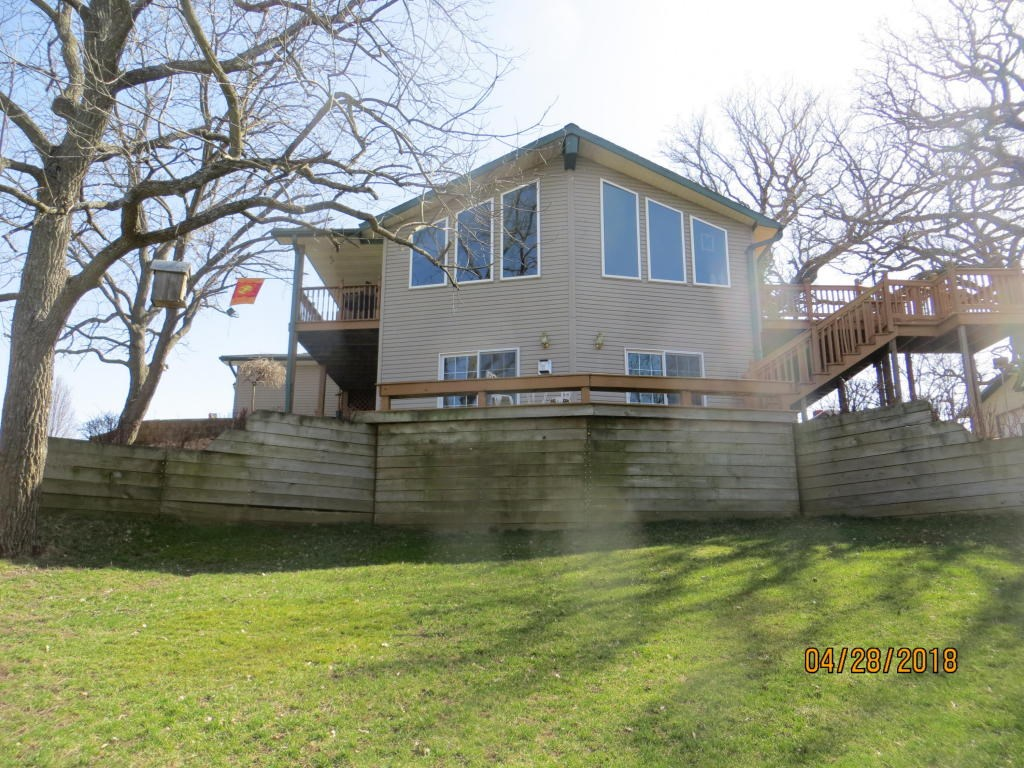 For Sale Dunlap Iowa Ranch style Home on 2.6 Acres Views!!