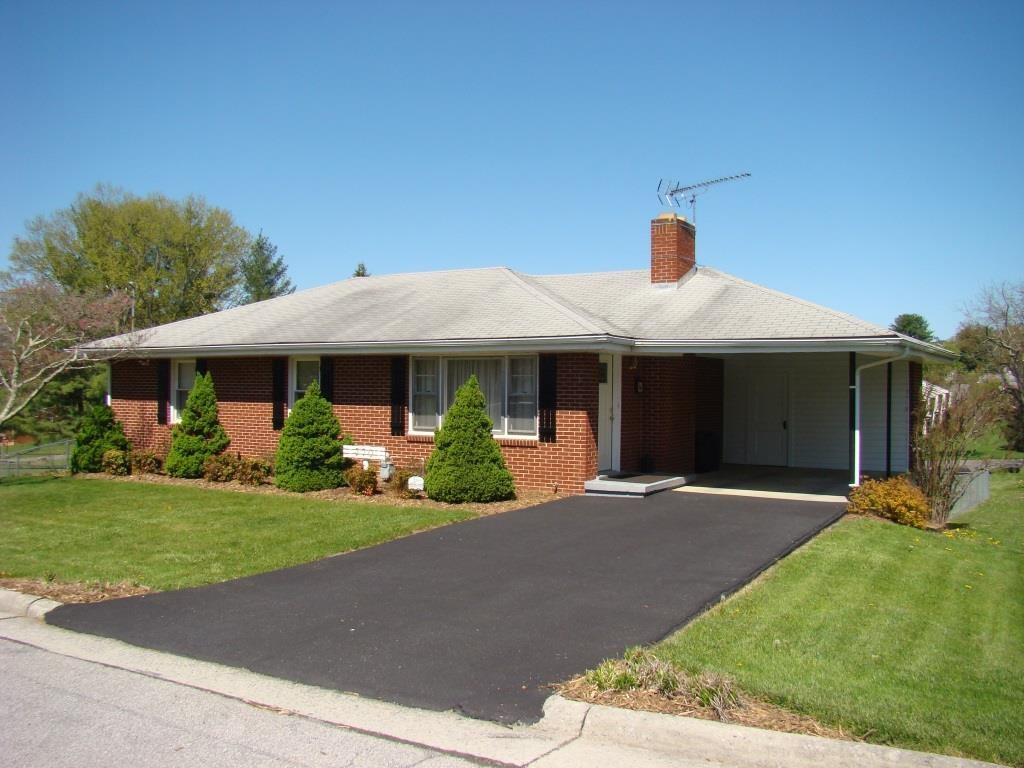 Single level living brick 3 bedroom home in Wytheville, VA