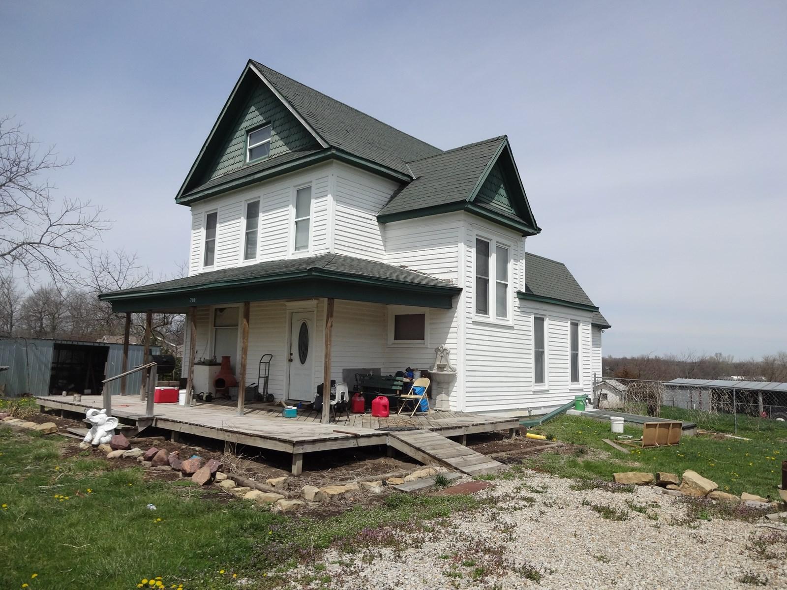 House & 5 Acres M/L Northeast Kansas