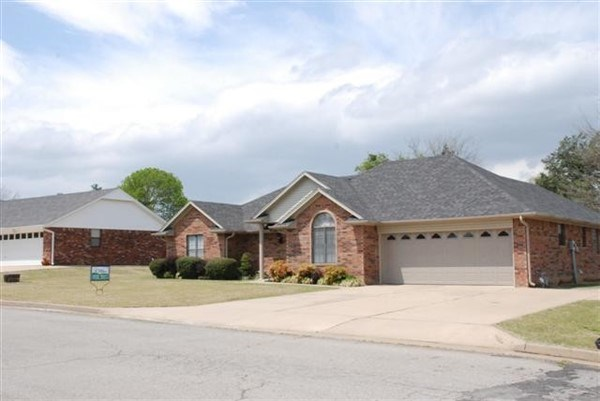 FOUR BEDROOM POTEAU OKLAHOMA HOME WITH SHOP