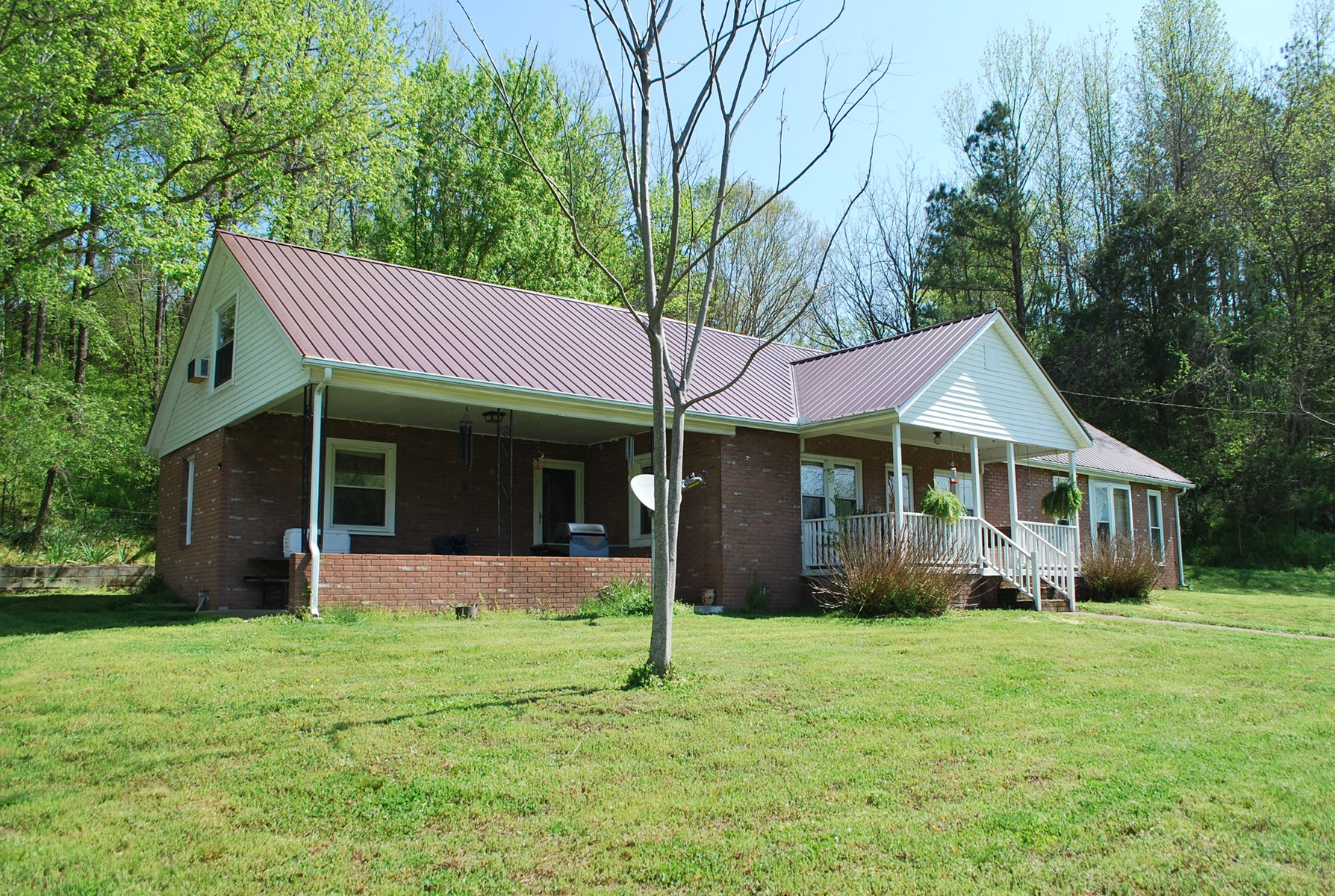 6+ ACRE MINI FARM w/ 2800 SQ FT HOME IN MIDDLE TENNESSEE!
