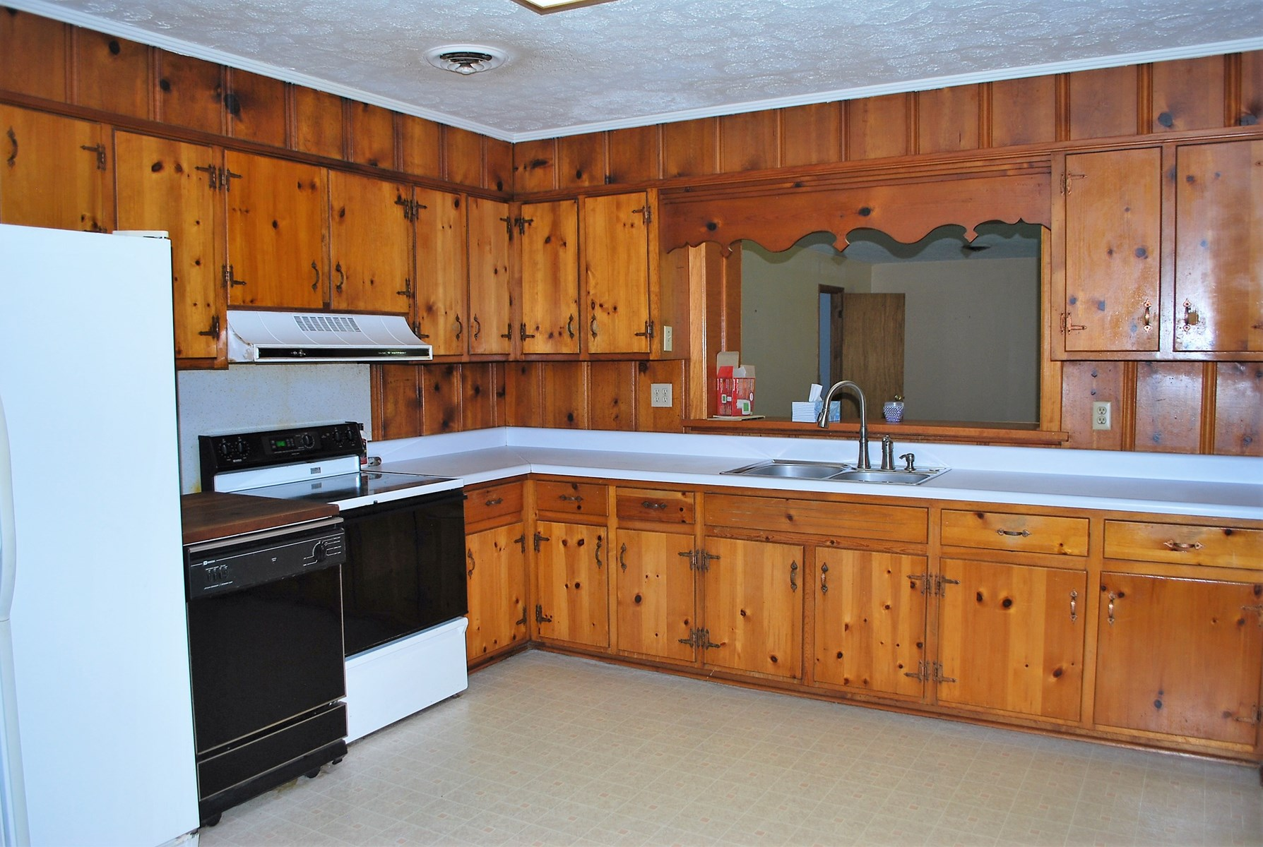 Lots of kitchen cabinets!