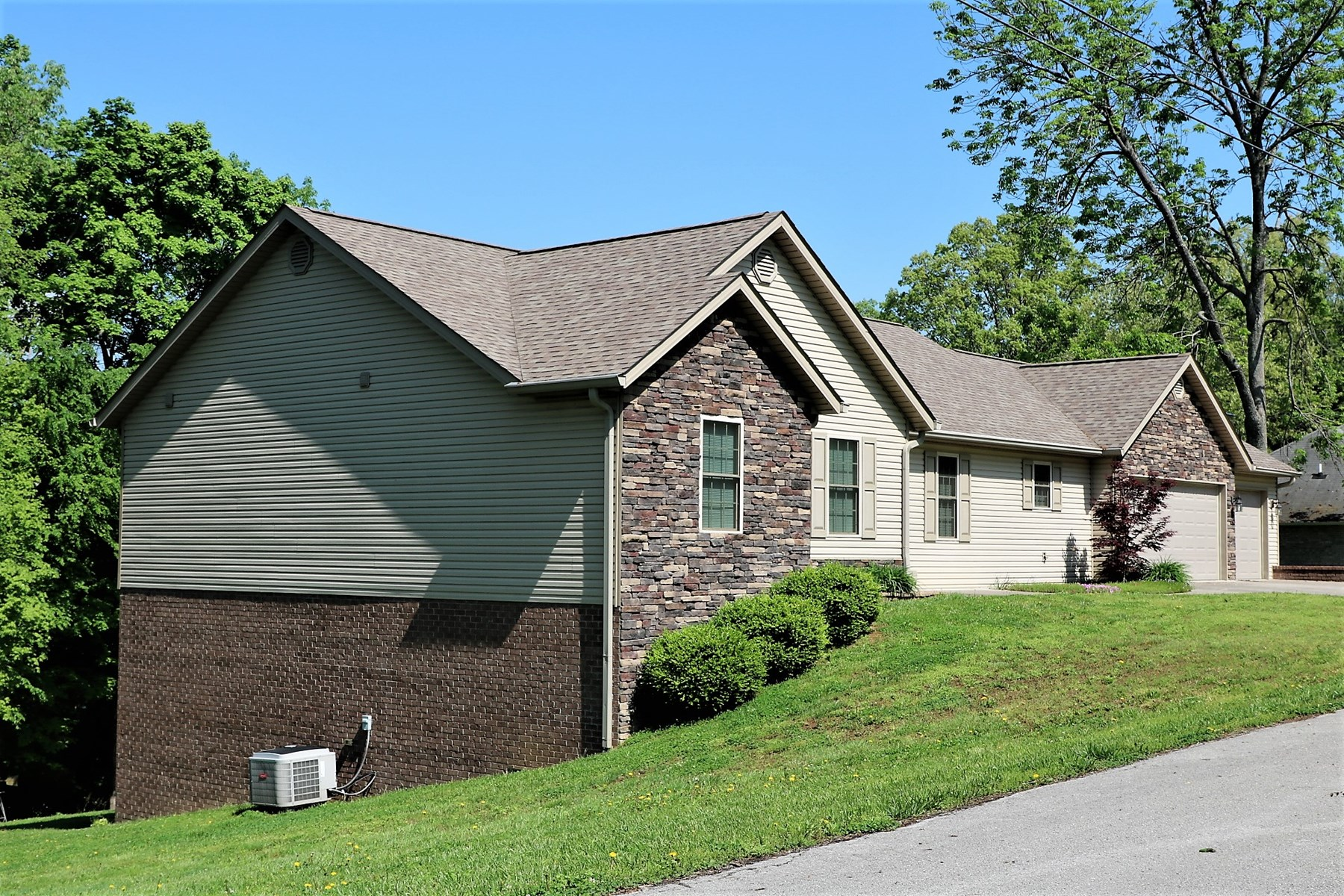 Lake Front Home for sale on Lake Cumberland in Bronston KY.