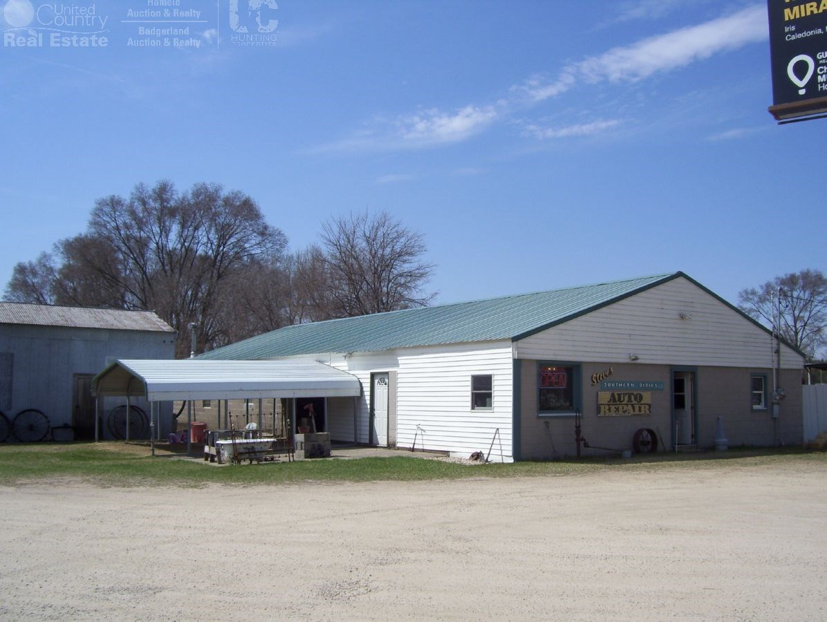 commercial Property with Great Location in Richland Center