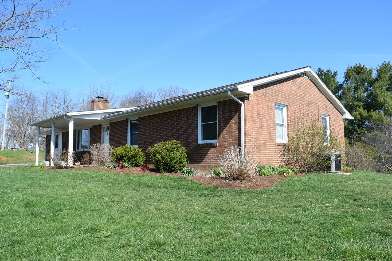 Country Home for Sale in Indian Valley VA!