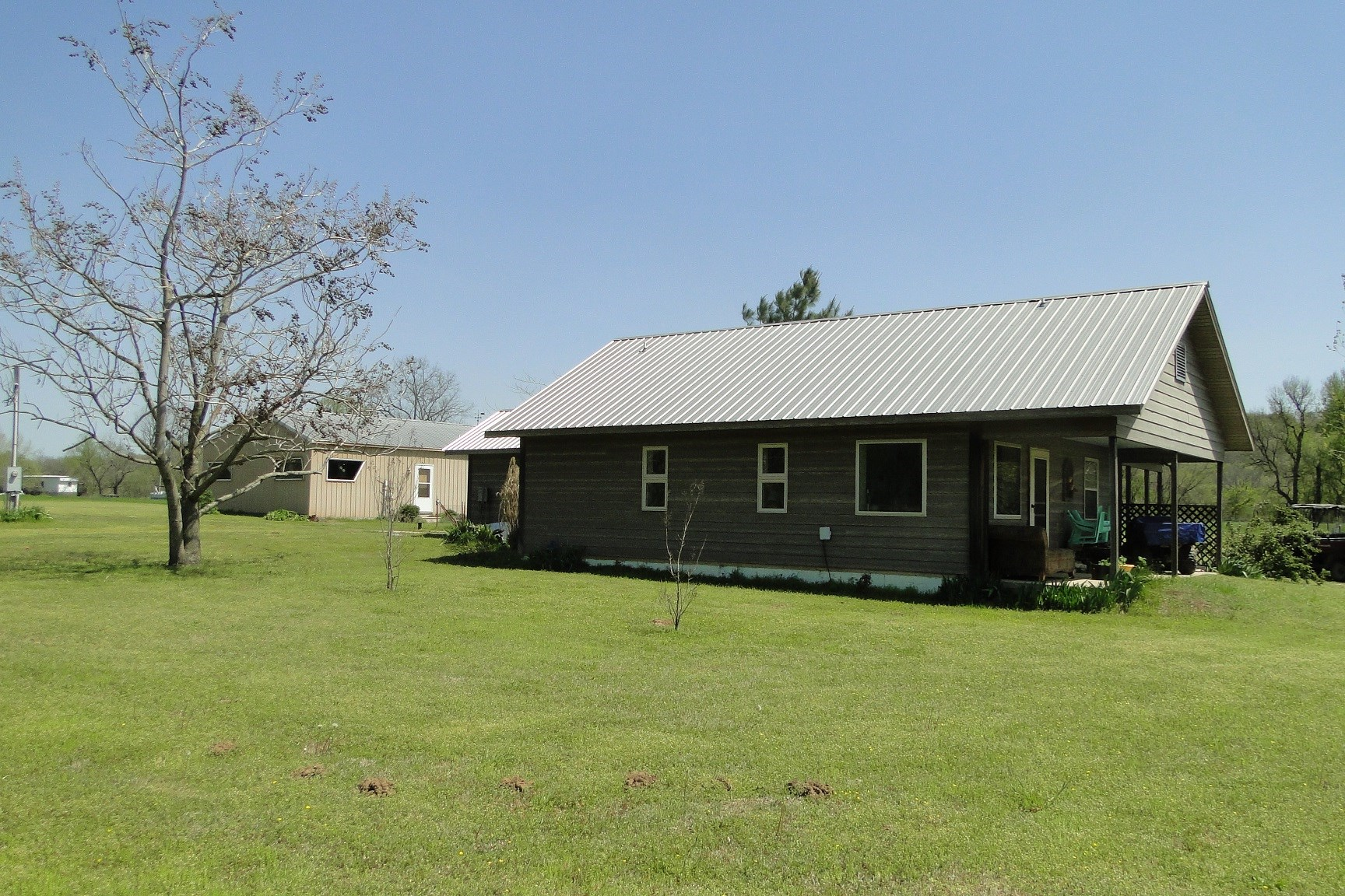 HOME WITH ACREAGE FOR SALE ON WHITE RIVER IN ARKANSAS