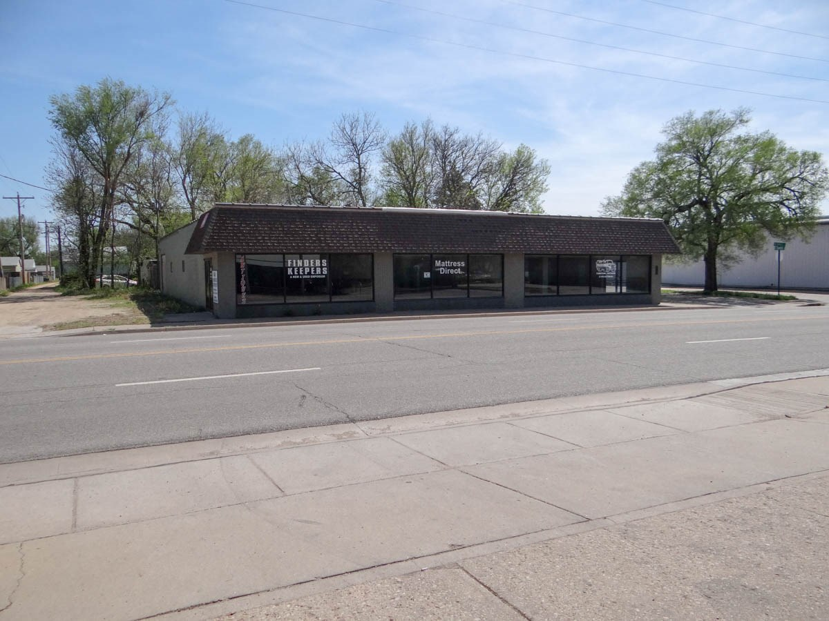 Commercial Property Online-Only Auction in Salina, Kansas - Convenience Store & Vacant Retail Commercial Building