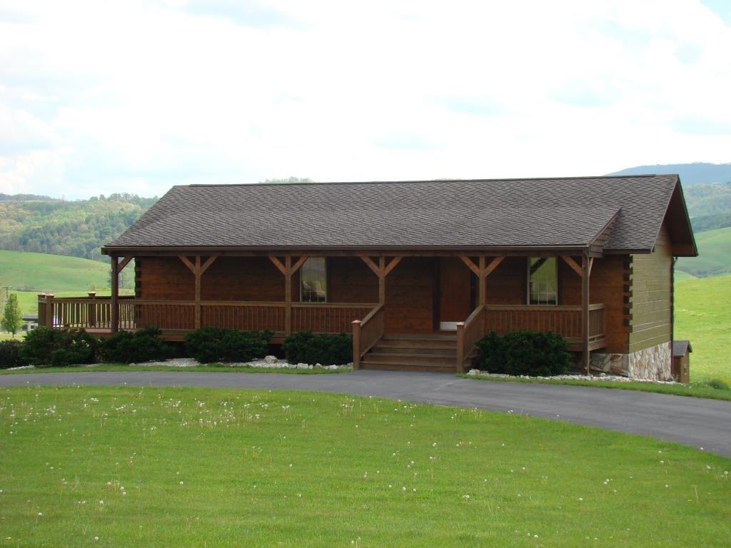 Log home on large lot in Elk Creek, Virginia
