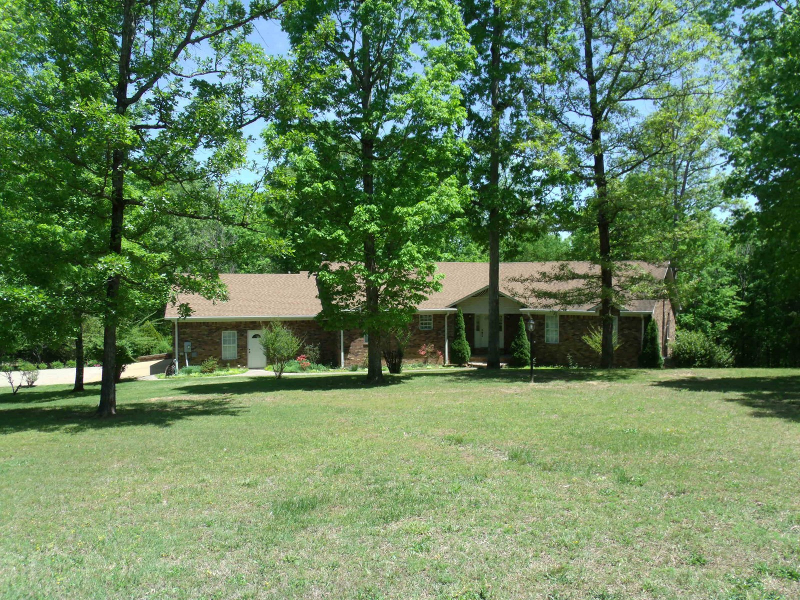 5 BEDROOM BRICK HOME WITH BASEMENT & SAFE ROOM IN TN