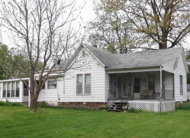 Older 2 Bedroom Home On Large Lot