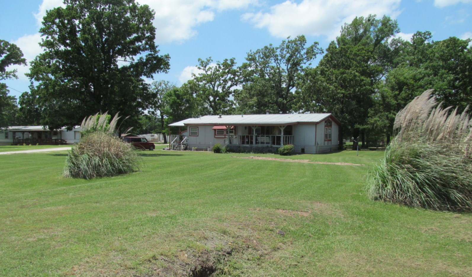 LAKE FORK IS A STONES THROW AWAY!  EAST TEXAS COUNTRY HOME