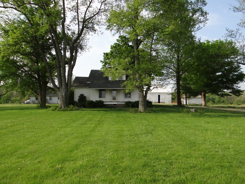 Country Home for Sale in Parker City, IN