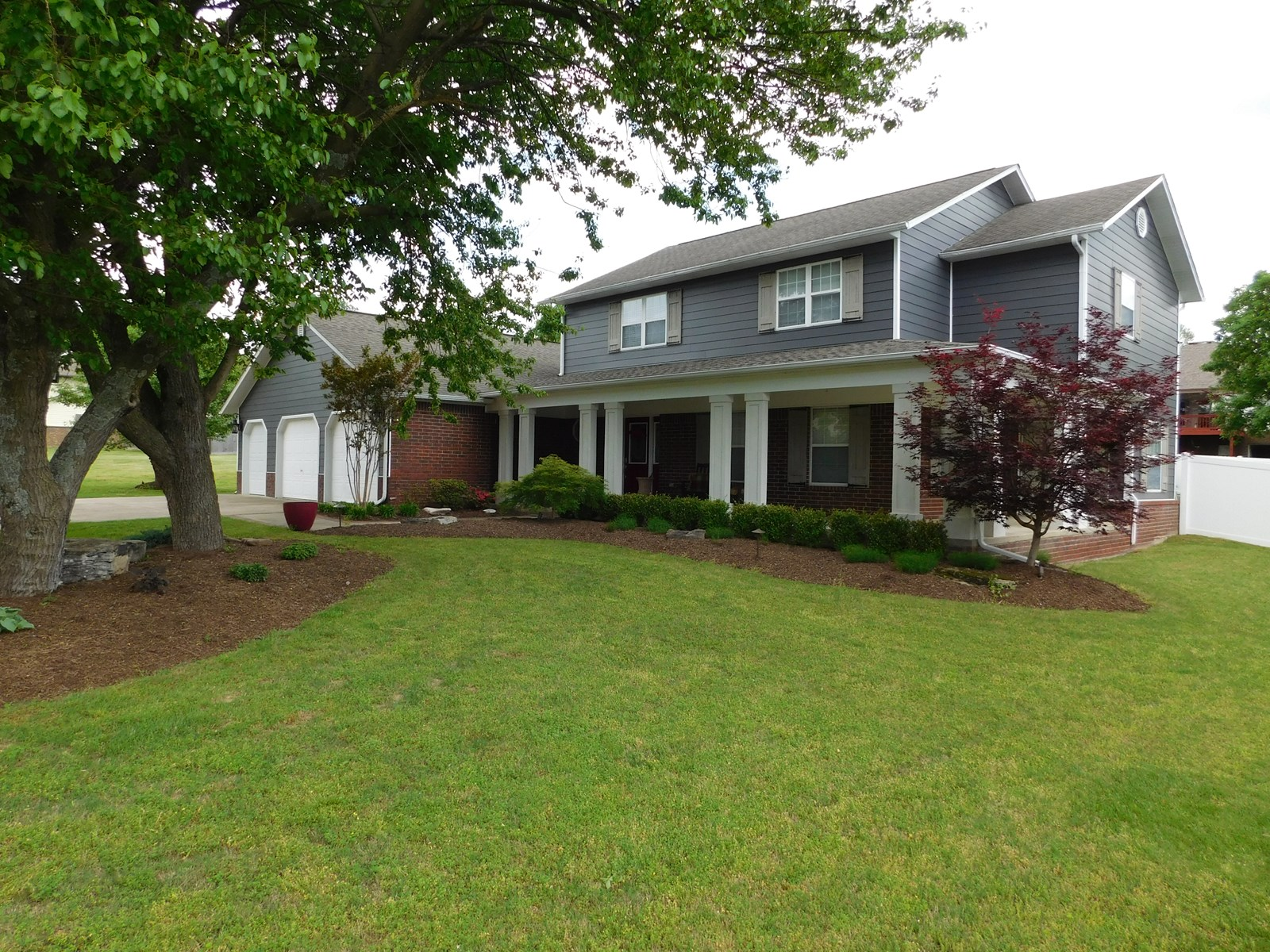 HOME IN GOLF COURSE COMMUNITY FOR SALE