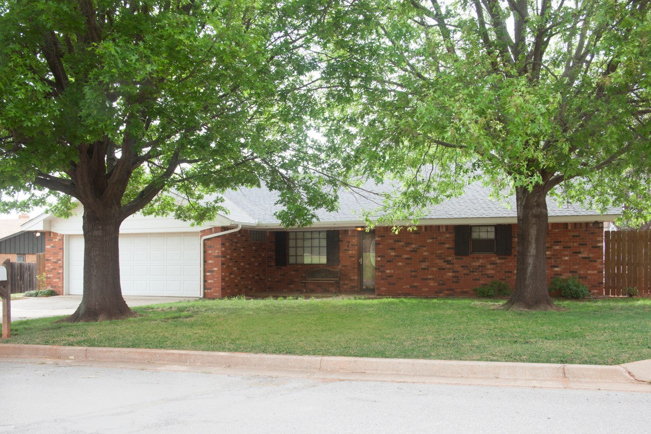 Clinton, OK Home for Sale, Custer County - 3 bed, 2 bath