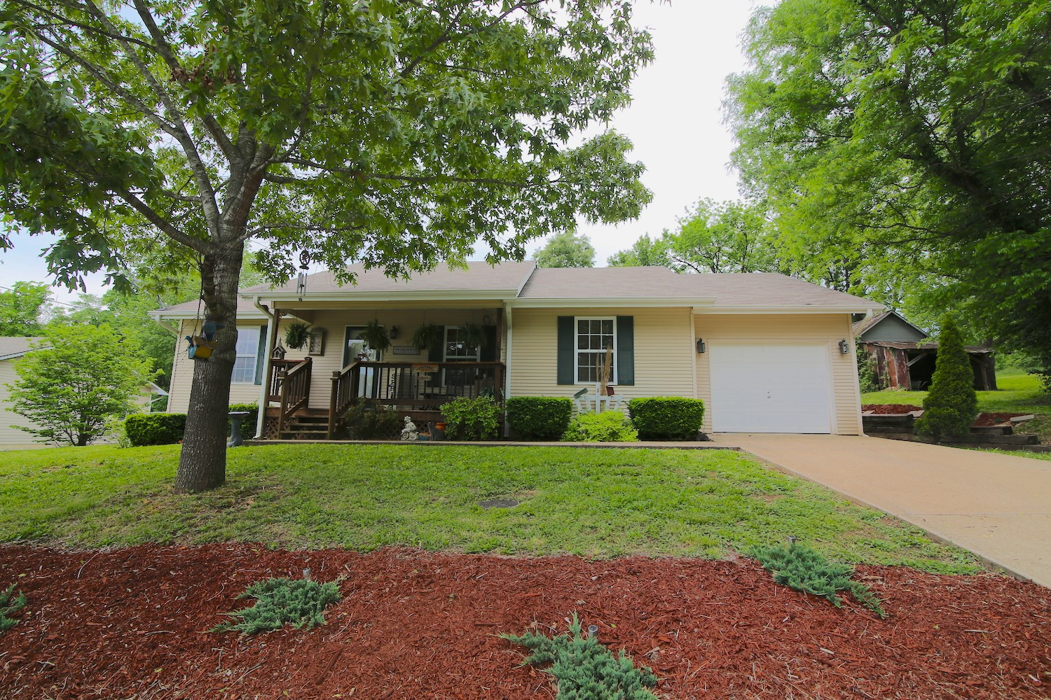 Home for Sale in Thayer, Missouri