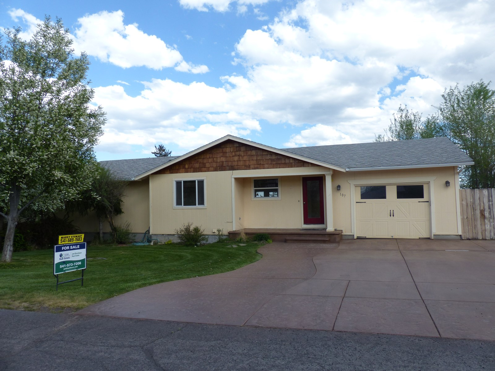 LARGE FAMILY HOME FOR SALE IN HINES OR