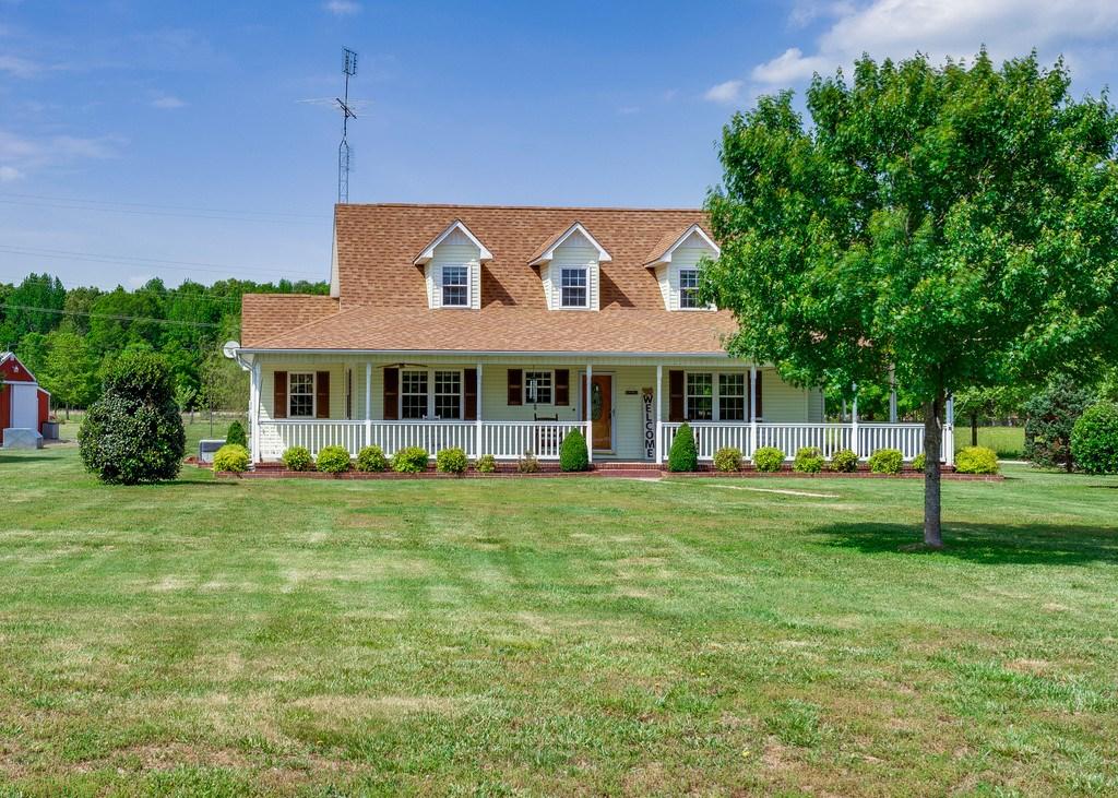 LAWRENCEBURG, TN LAWRENCE COUNTY COUNTRY FARM HOME W/ ACREAG