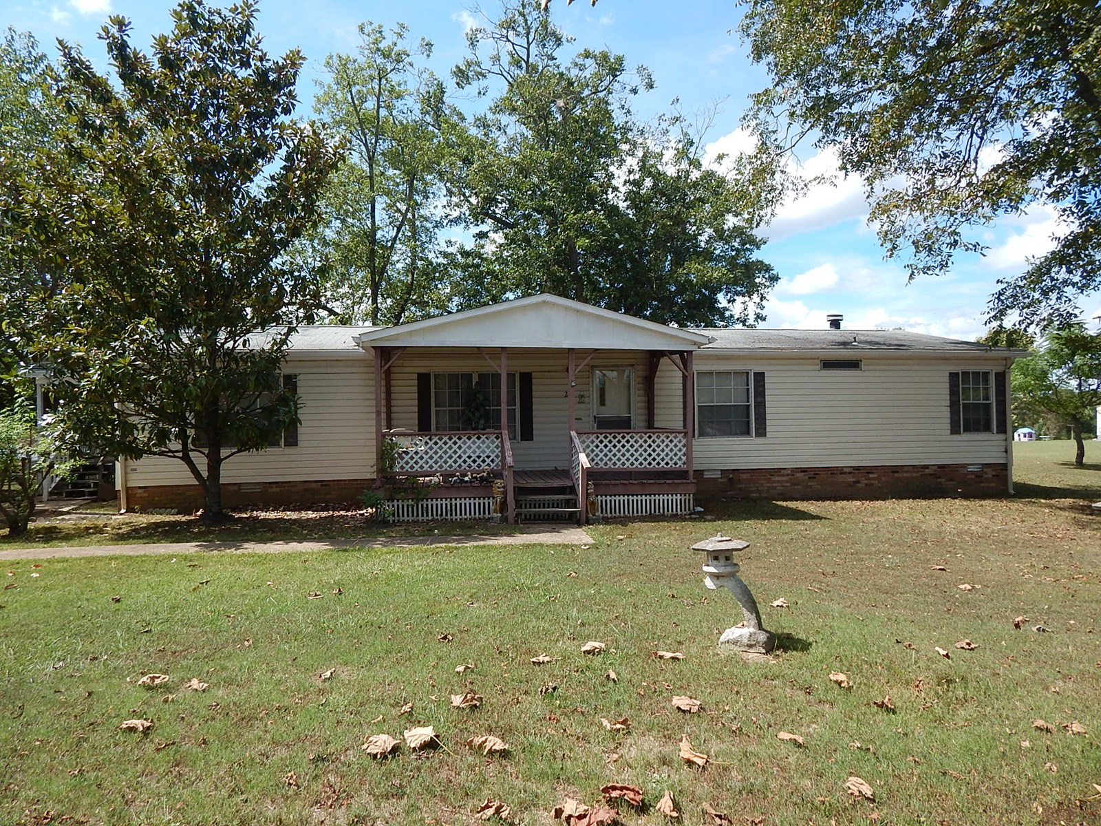 3 BEDROOM HOME WITH GARAGE STORAGE BUILDING IN ADAMSVILLE TN