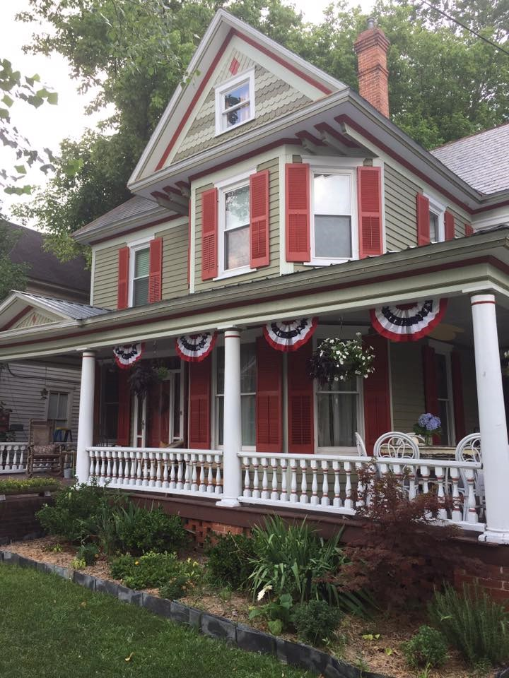 Renovated Victorian home in the Historic District with Porch