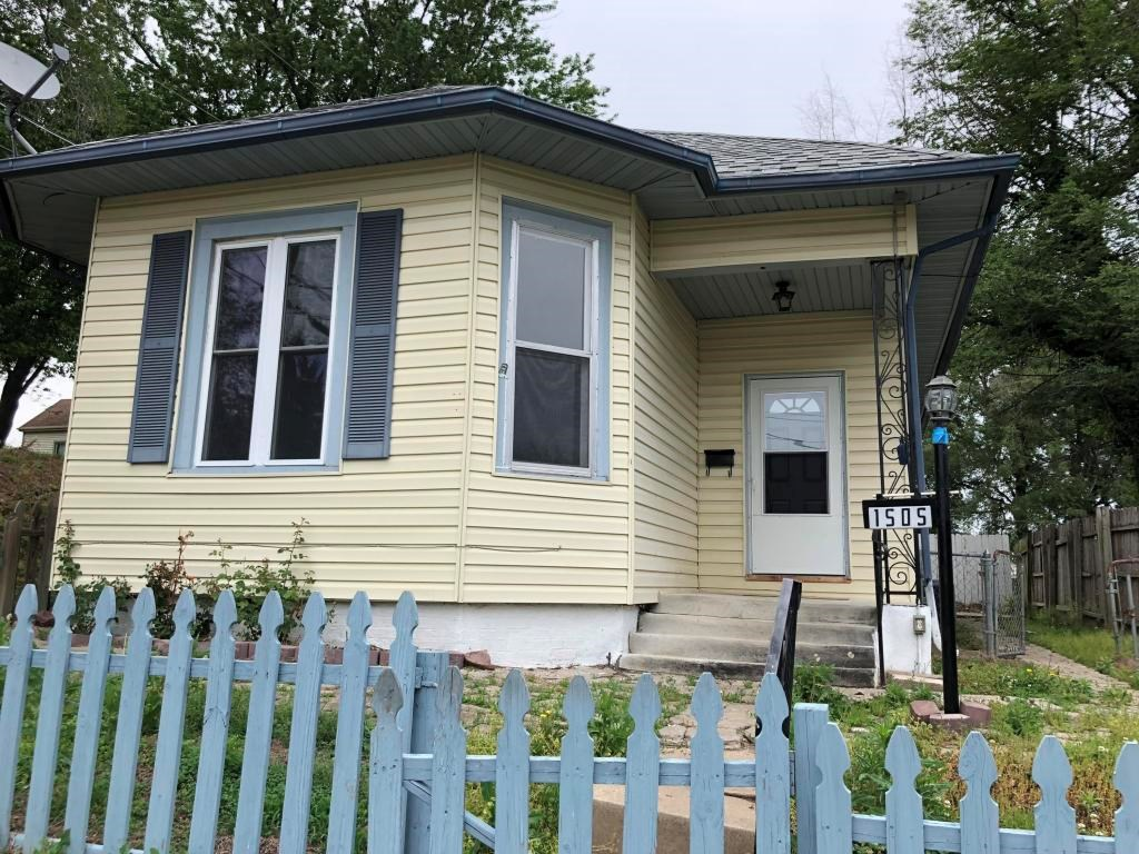 Clean Nice cottage home 3 bed, 1 bath in Northend