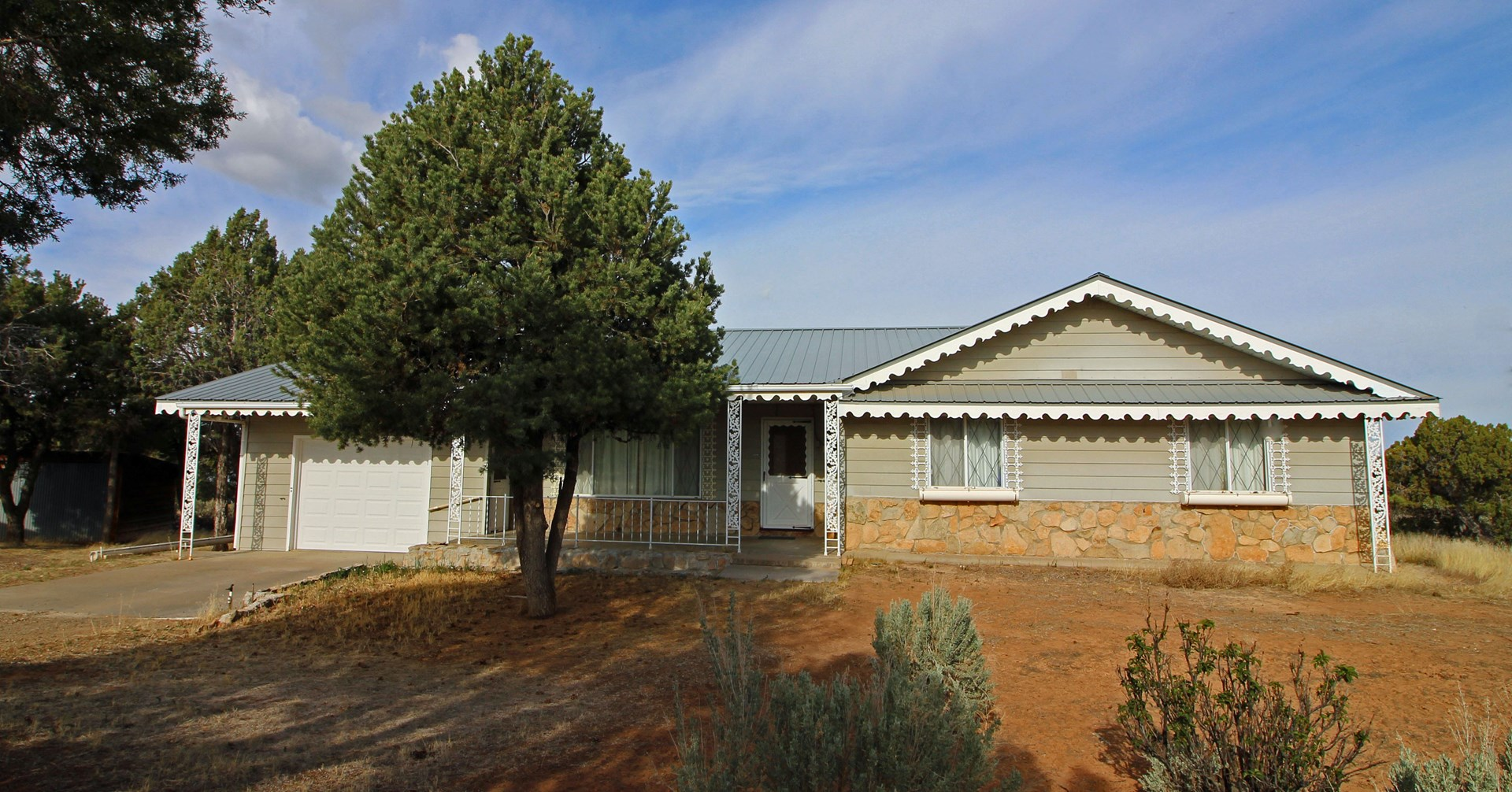 3 bedroom 2 bathroom Country Home with Lake Views, Cortez CO