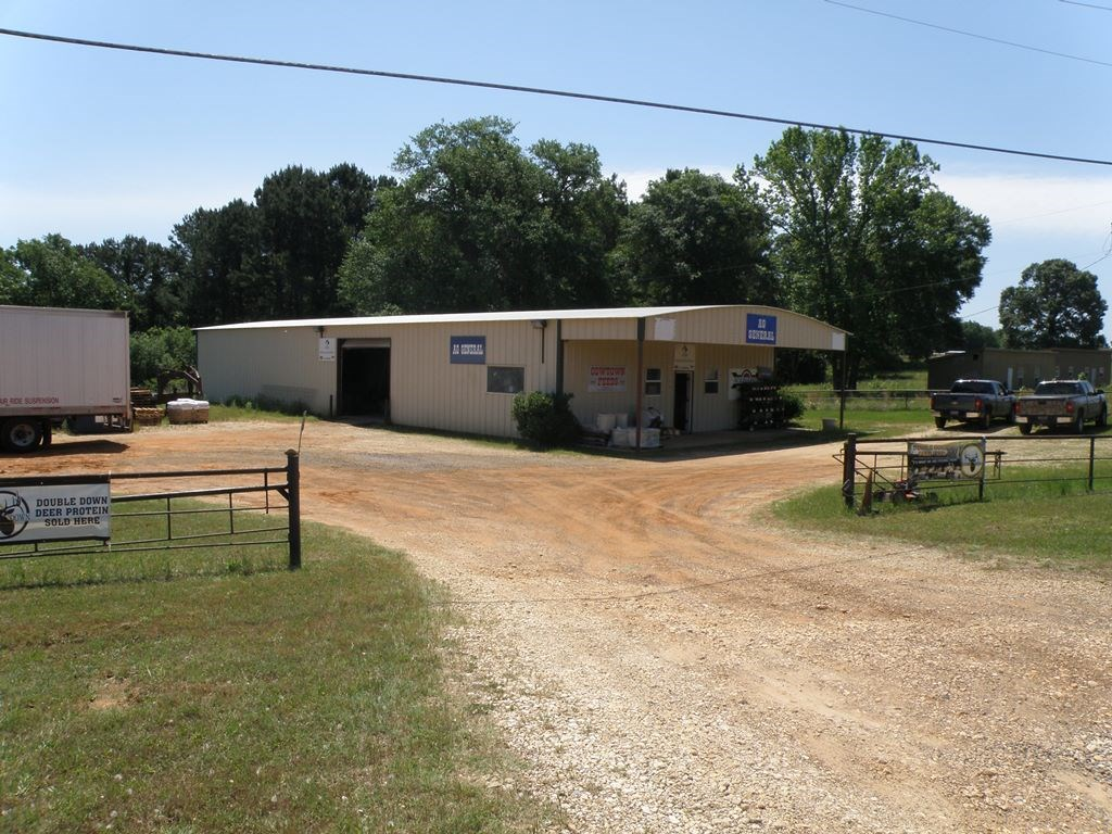 COMMERCIAL BUILDING WAREHOUSE FOR SALE PALESTINE TEXAS