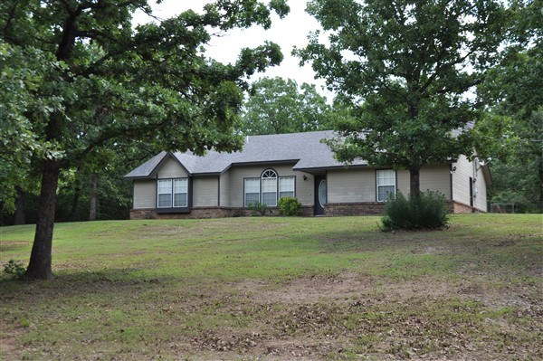 4 BEDROOM POTEAU OKLAHOMA FAMILY HOME