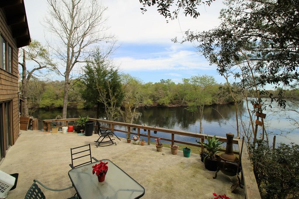 BREATHTAKING VIEWS FROM SUWANNEE RIVER HOME - Bell, FL