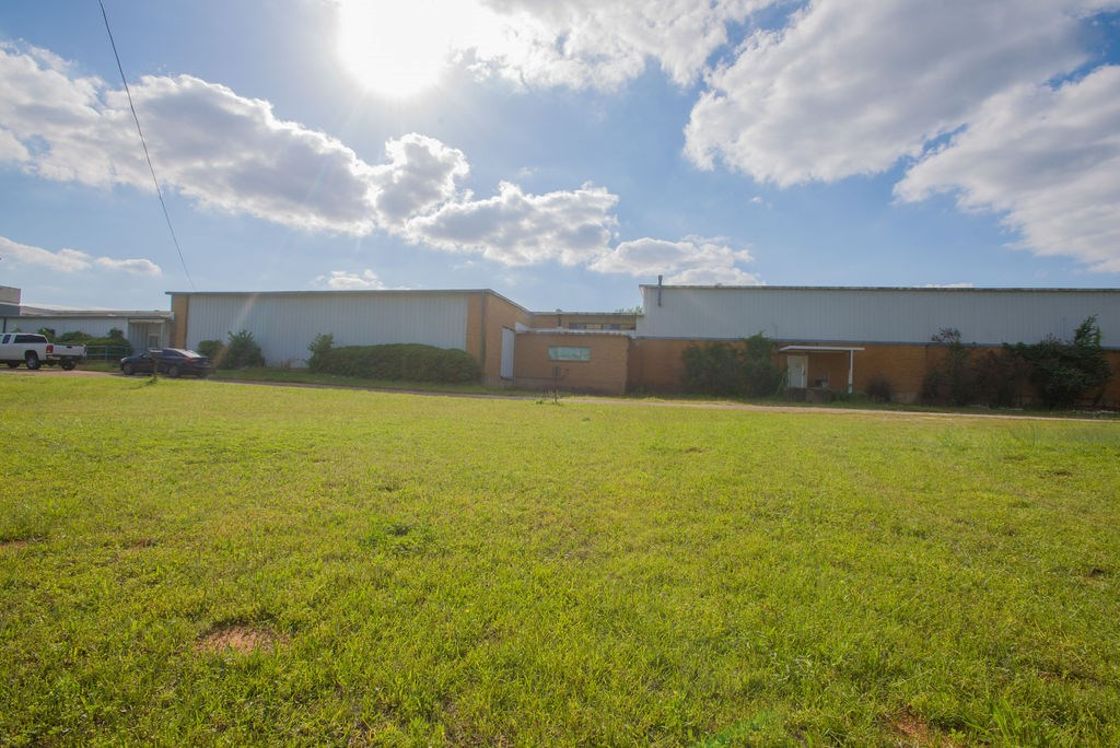 Absolute Auction on Commercial Building in Palestine TX