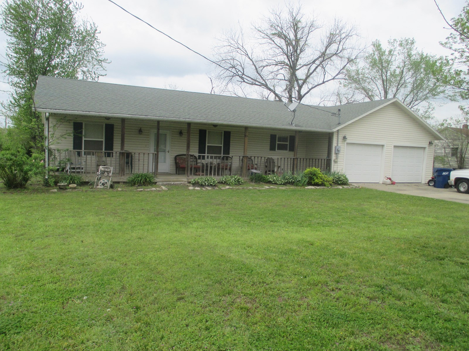 Country Home For Sale in Greenfield, Mo.
