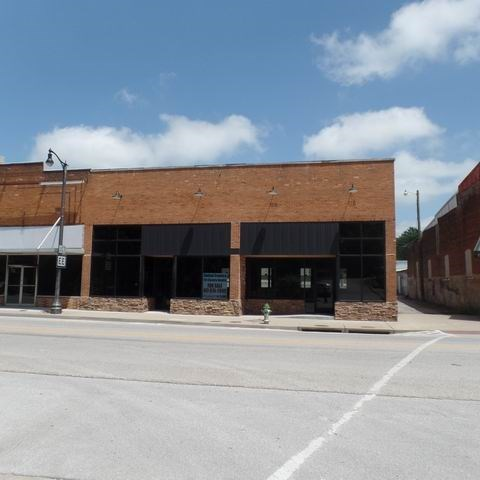 Retail Opportunity Building Located On Busy 82 Hwy.