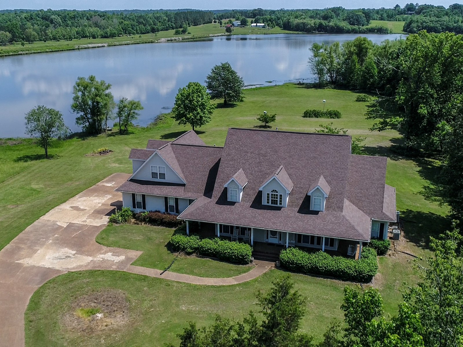 LAKE FRONT HOME IN TN WITH ACREAGE, PASTURE, NO RESTRICTIONS