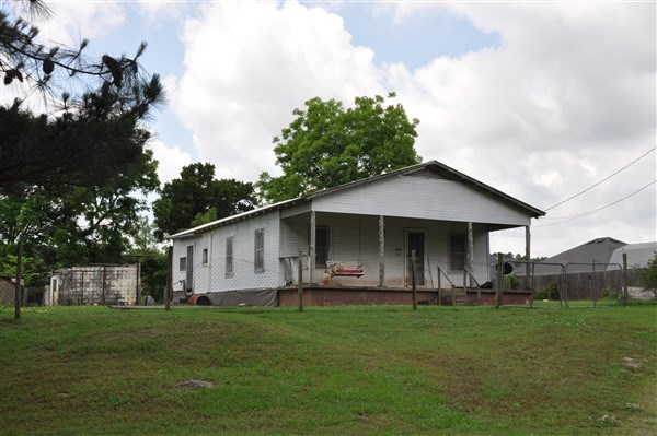 OLDER COUNTRY HOME ON 1 ACRE OF LAND FOR SALE